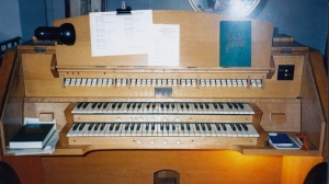 Old organ Console
